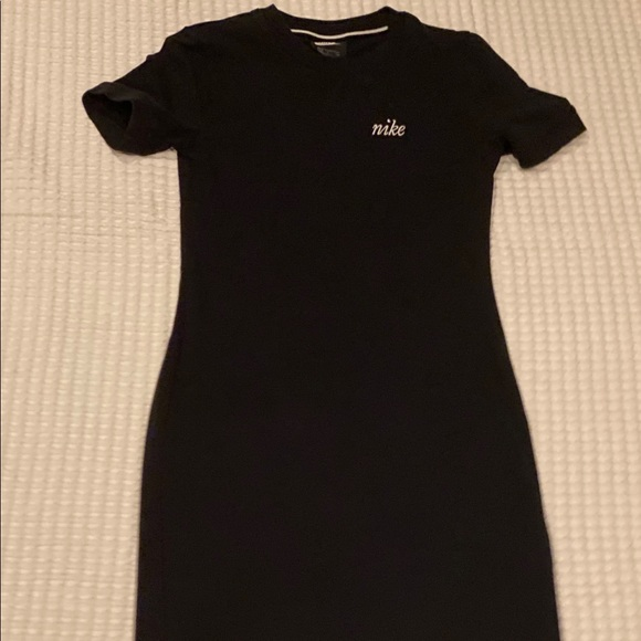 Brand new woman's short sleeve Nike mid-dress